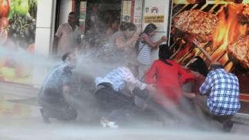 Стотици са арестувани в Турция заради отстраняването на кметове