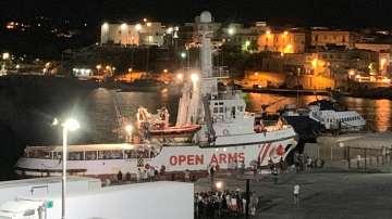 Мигрантите от Оупън армс слязоха на остров Лампедуза