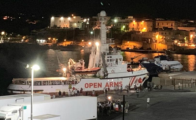 Мигрантите от испанския хуманитарен кораб