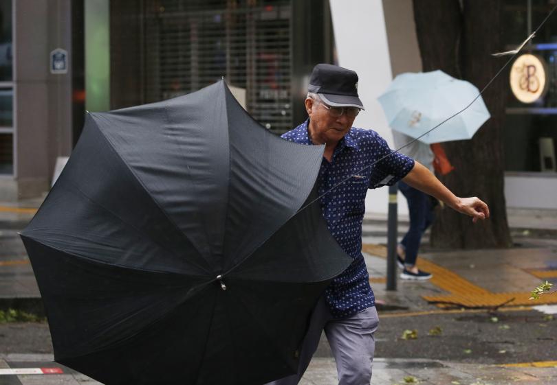 Тайфунът Линглинг взе пет жертви Северна Корея