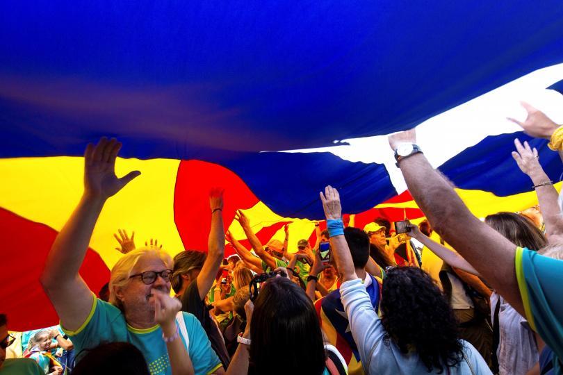 Жителите на Барселона празнуват днес националния празник на Каталуния, познат
