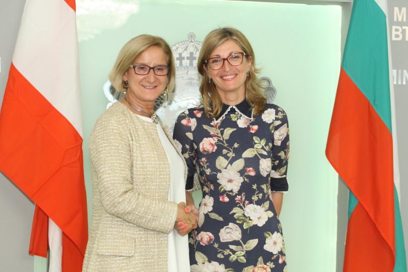 Вицепремиерът и министър на външните работи Екатерина Захариева се срещнa