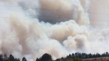 Продължава гасенето на пожара в Казанлъшко