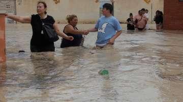 Четири са вече жертвите на наводненията в Испания