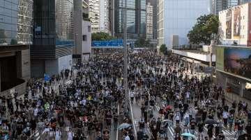 Хиляди хора отново излязоха по улиците на Хонконг