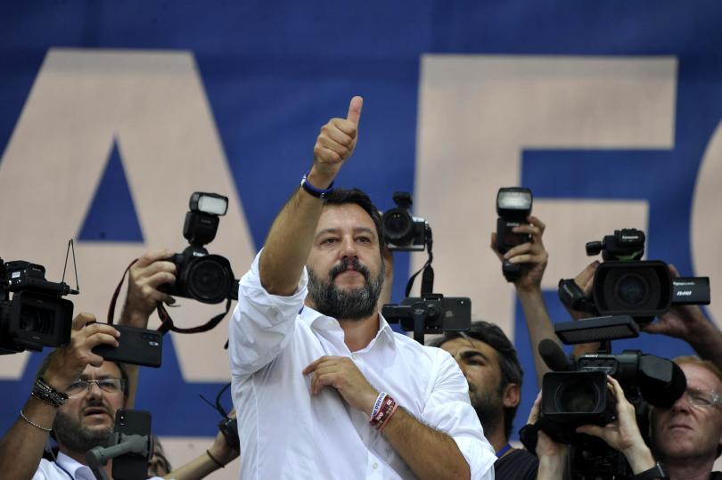В Италия лидерът на крайнодясната партия Лига- Матео Салвини обеща