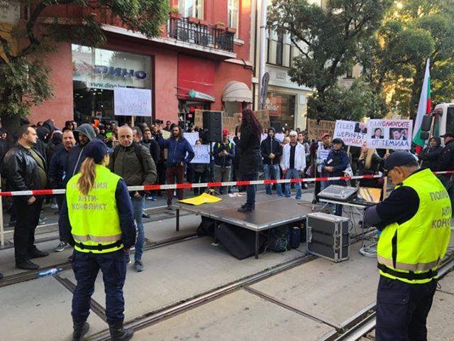 снимка 6 Безпрецедентни са мерките за сигурност в района около ВСС