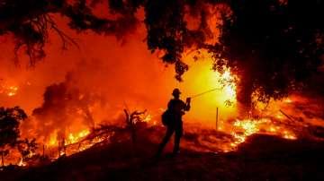 Евакуират над 6000 домакинства заради пещерен огън в Калифорния