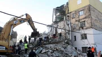 Съседите на Албания изпратиха помощ след земетресението