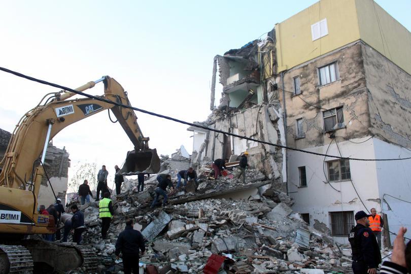 съседите албания изпратиха помощ земетресението