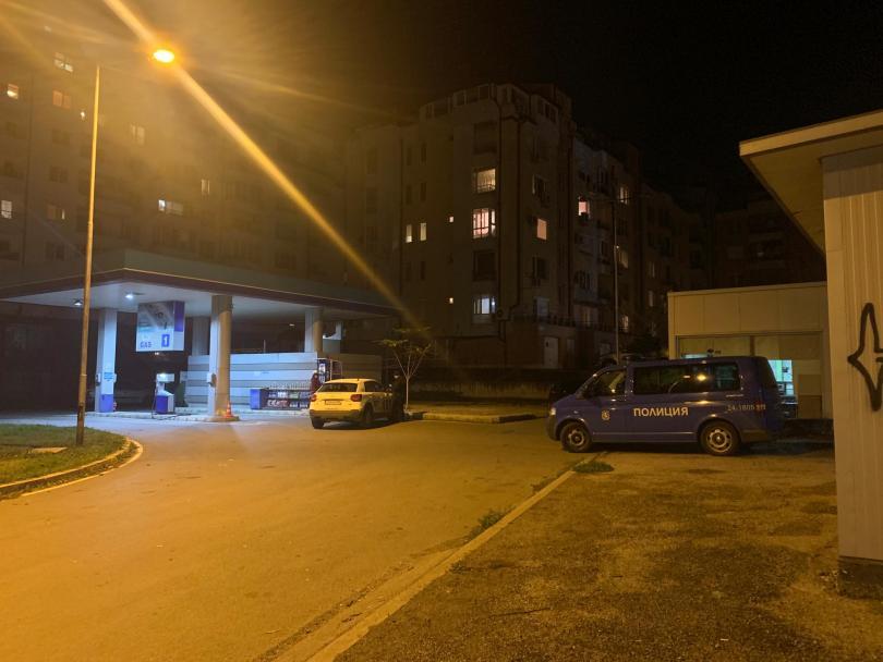 Жена пострада тази вечер при обир на газостанция в София.