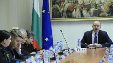 Румен Радев: Консултациите не са публичен линч срещу Гешев и Цацаров