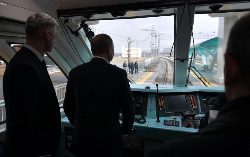 противопостави стартирането железопътния транспорт кримския мост