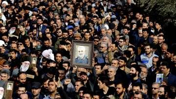 Хиляди иракчани се присъединиха към погребалната процесия на Касем Солеймани