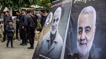 Тялото на Солеймани пристигна в Иран