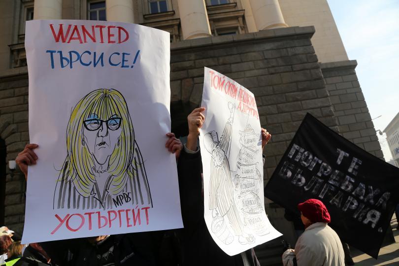 снимка 3 Перничани протестираха с празни бутилки за вода в столицата
