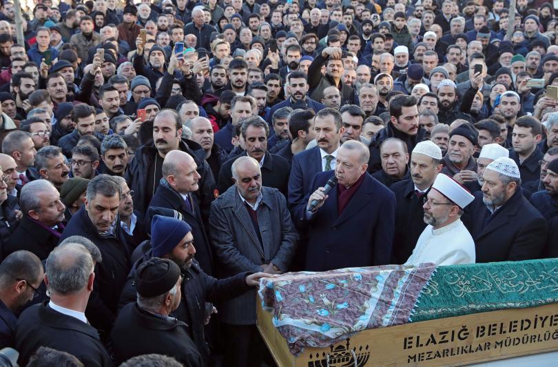 снимка 1 Ердоган пристигна на мястото на земетресението