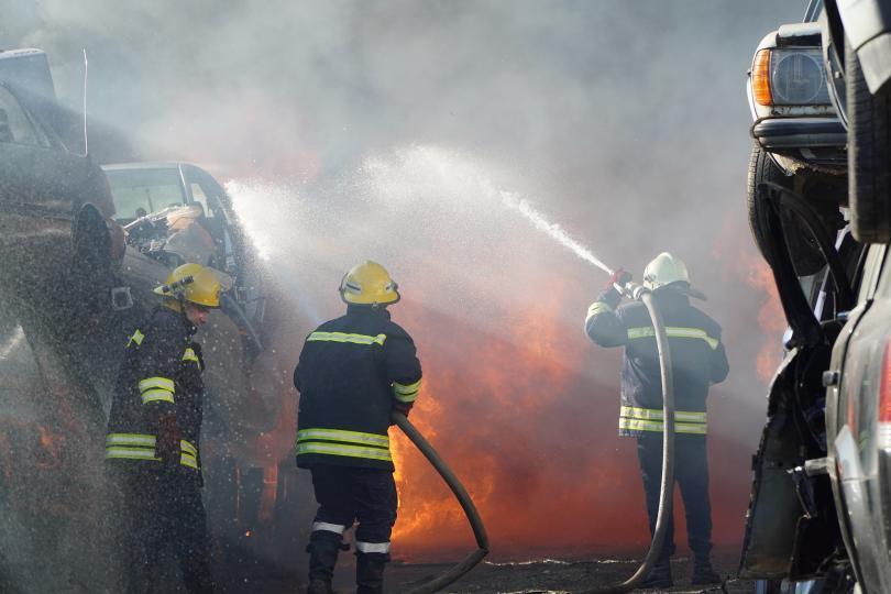 снимка 1 80 автомобила изгоряха в автоморга в Хасково (Снимки)