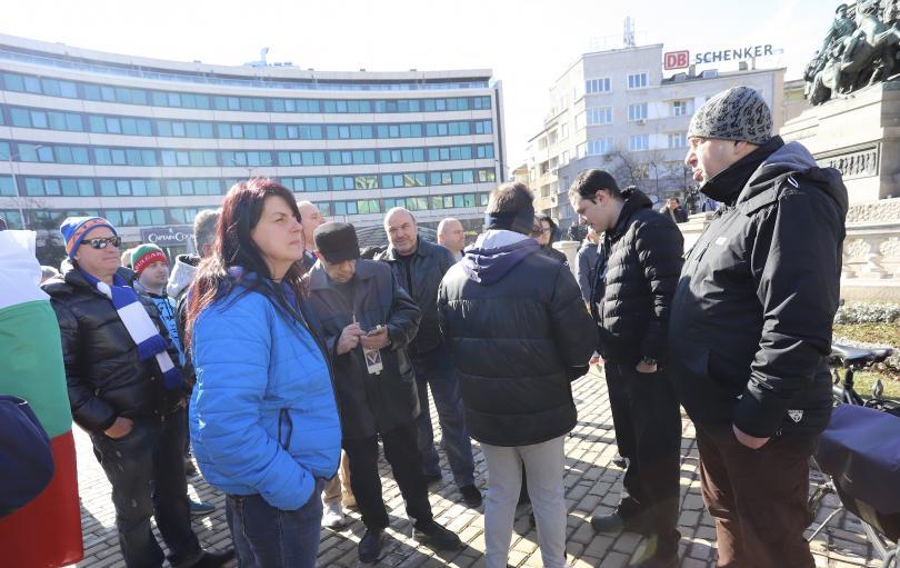 снимка 3 Фенове на Левски излязоха на протест пред Народното събрание