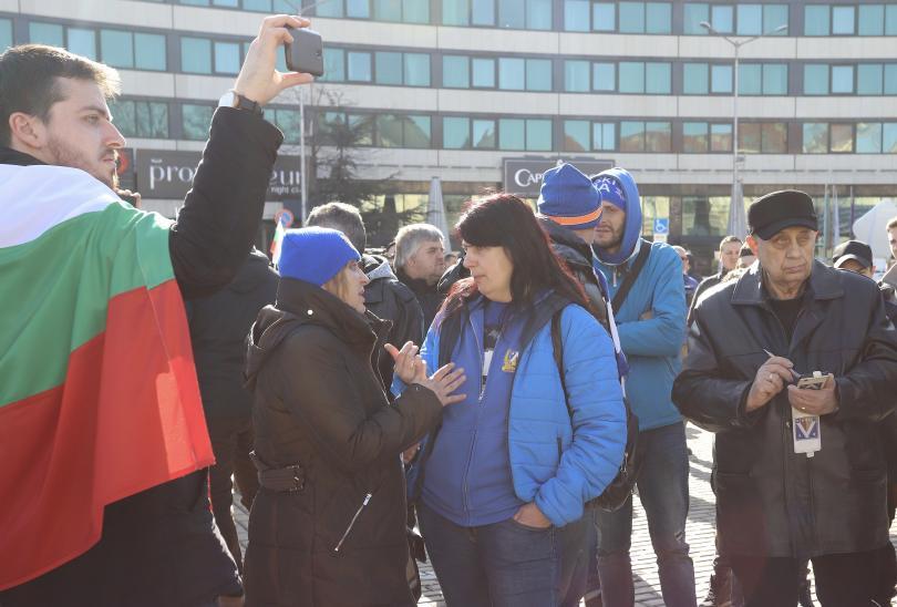 снимка 4 Фенове на Левски излязоха на протест пред Народното събрание