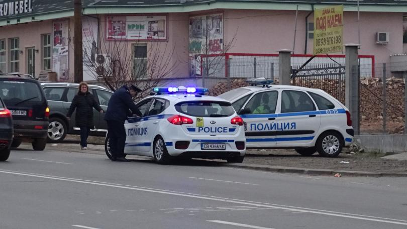 снимка 1 Акция на полиция и жандармерия в ромската махала в Благоевград, има задържани