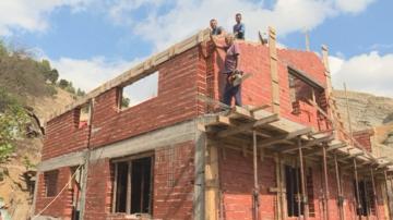 Семейство от Белица с нова къща от дарения
