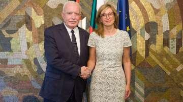 Министър Захариева се срещна с палестинския си колега
