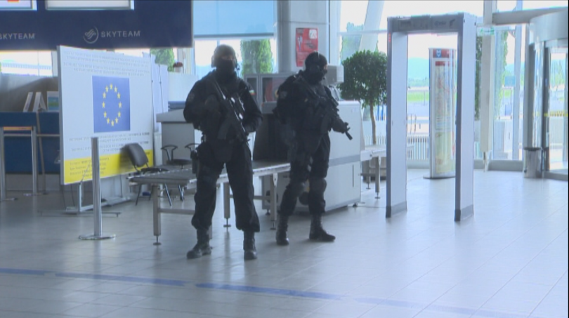 снимка 8 Строги мерки за сигурност на летищата в София, Варна и Бургас