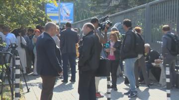 Журналисти протестират с жива верига пред БНР