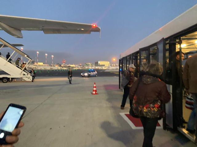 снимка 3 Самолет от България е приземен аварийно в Рим заради състоянието на пасажер