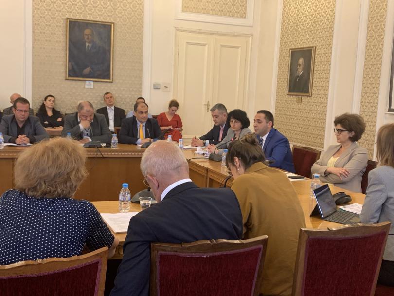 Икономическият министър Емил Караниколов помоли депутатите от икономическата комисия към