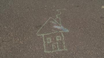 Три деца са настанени в приемни семейства след сигнал за нарушени права