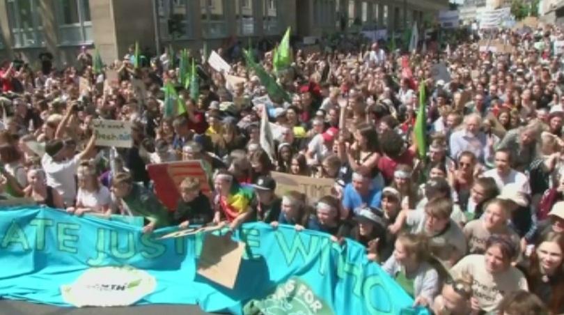 В германския град Аахен се събраха над 10 000 ученици