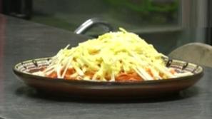 Заведение сервира салата Токов удар