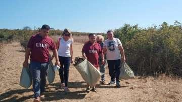 Членове на АБВ в Бургас организираха почистване на остров Св. Иван