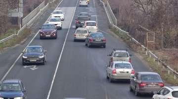 Интензивен трафик и засилени проверки по пътищата се очаква днес