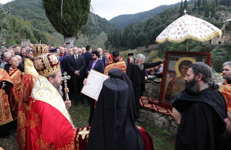 снимка 7 Радев: Зографският манастир отстоява българската вяра, духовност, памет и език