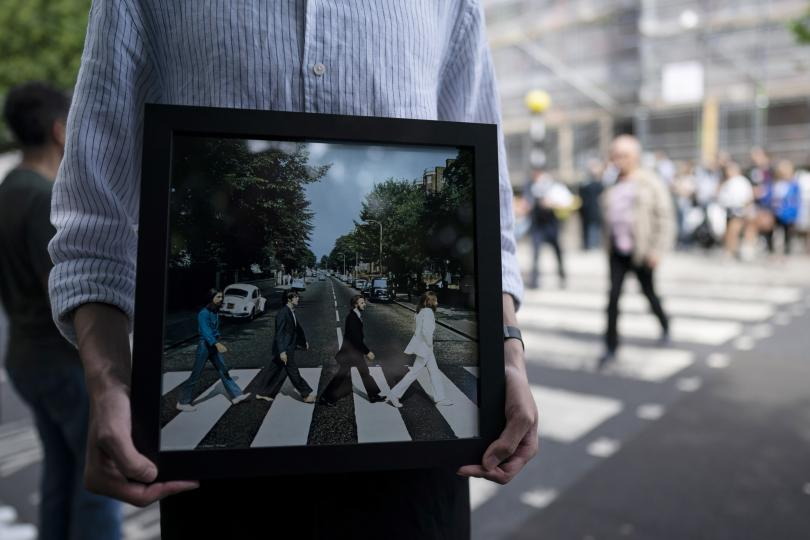 Стотици се събраха днес на най-известната пешеходна пътека в света,