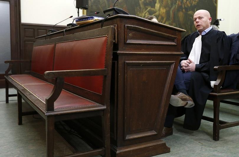 Белгийският адвокат Свен Мери присъства в съдебната зала в отсъствието на клиента си Салах Абдеслам