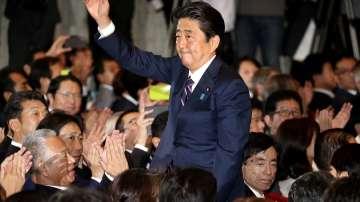Шиндзо Абе остава начело на Япония до 2021 г.