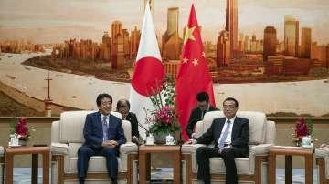 Японският премиер Шиндзо Абе пристигна на посещение в Китай