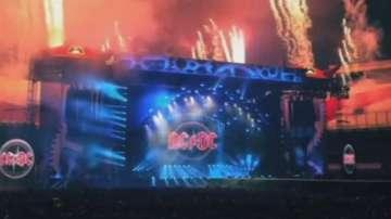 AC/DC отлагат концертите си заради опасност за слуха на фронтмена