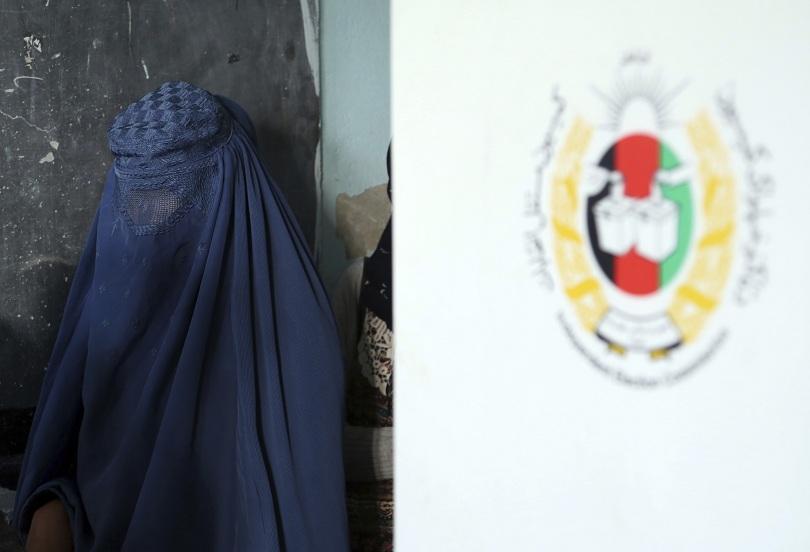 Нападения и самоубийствен атентат в Кабул белязаха парламентарните избори в