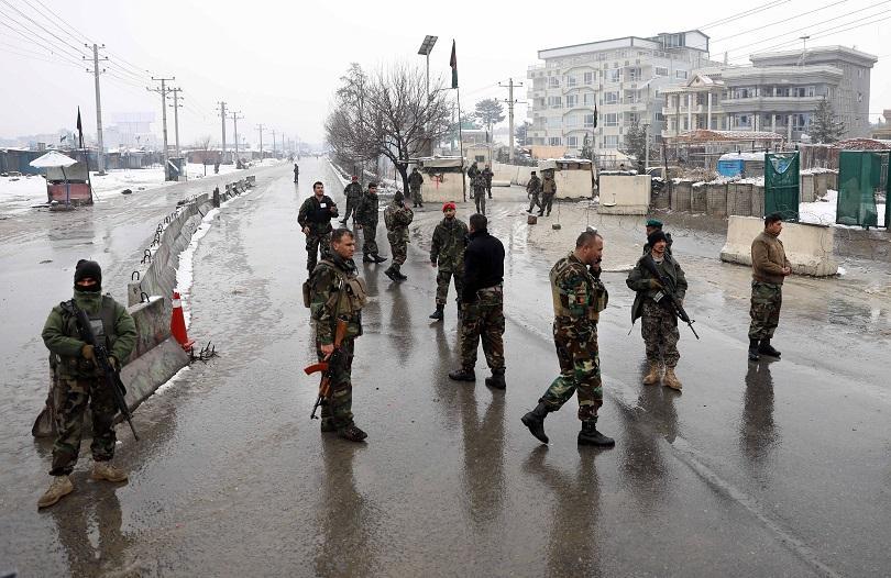Най-малко пет жертви при самоубийствен атентат край военна академия в