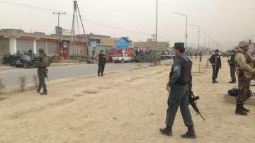 27 души загинаха при самоубийствен атентат в джамия в Кабул