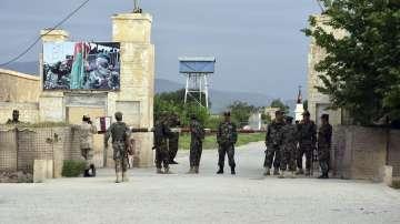 Над 50 афганистанци убити и ранени при нападение срещу военна база