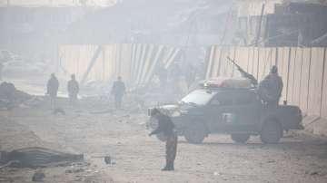 Атака с кола-бомба отне живота на 100 души в Афганистан