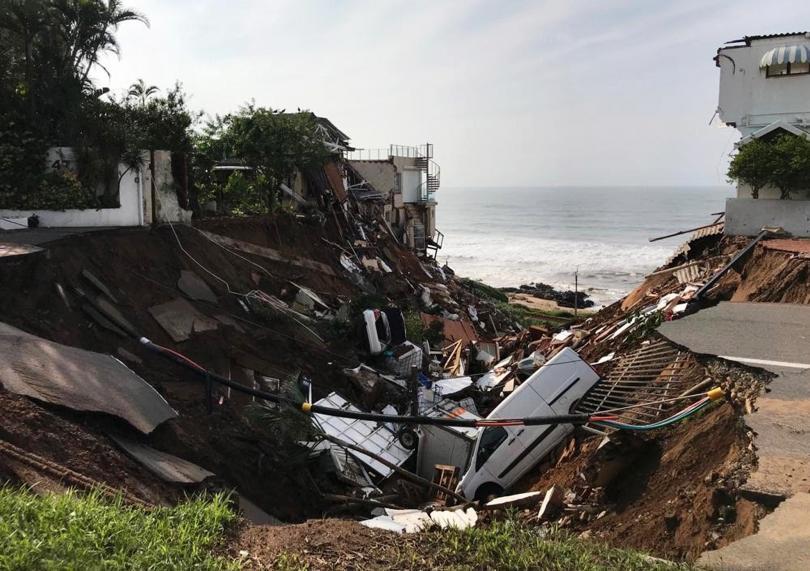 Най-малко 60 души загинаха при наводнения по южното крайбрежие на