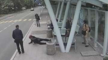 Агресия на улицата: Мъж счупи с ритник крака на възрастна жена в Бургас (обзор)