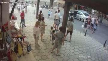 Отново агресия: Арестуван е мъж, нападнал незрящи туристи в Несебър